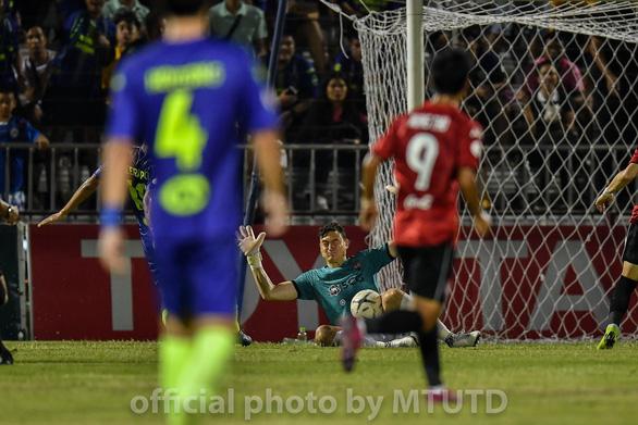 Văn Lâm để lọt lưới tổng cộng 42 bàn trong Thai-League 2019 - Ảnh 1.