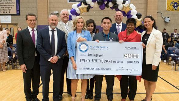 Thầy giáo gốc Việt đoạt giải thưởng giáo dục uy tín ở Mỹ - Ảnh 1.
