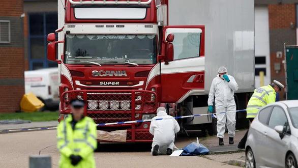 Bắt thêm 3 nghi phạm trong vụ 39 thi thể ở Anh - Ảnh 1.