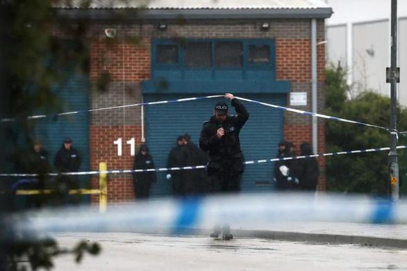 Cảnh sát Anh yêu cầu ngưng suy đoán quốc tịch 39 người chết trong xe container - Ảnh 1.