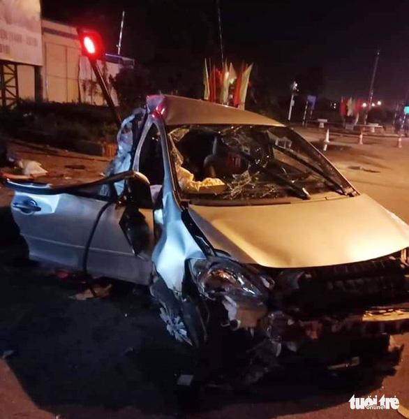 Ba người chết trong ôtô biến dạng sau cú tông của xe giường nằm - Ảnh 3.