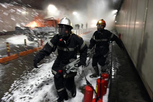 Diễn tập phòng cháy chữa cháy tại đường hầm sông Sài Gòn - Ảnh 5.