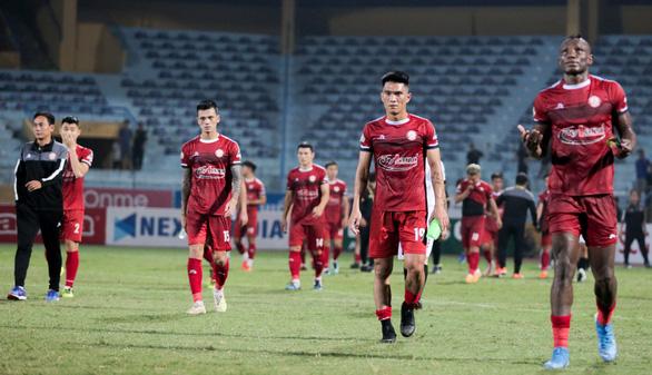 HLV CLB TP.HCM không đổ lỗi cho trọng tài về bàn thua đầu tiên trước Hà Nội FC - Ảnh 2.