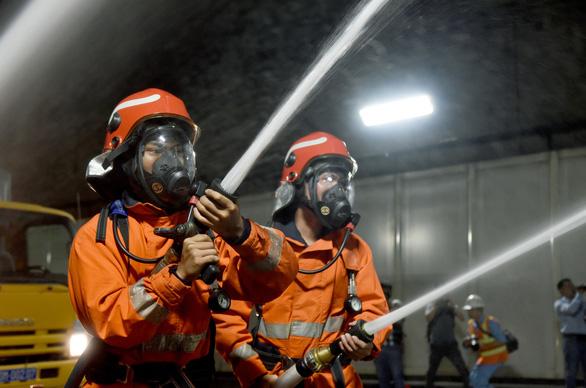 Diễn tập phòng cháy chữa cháy tại đường hầm sông Sài Gòn - Ảnh 9.