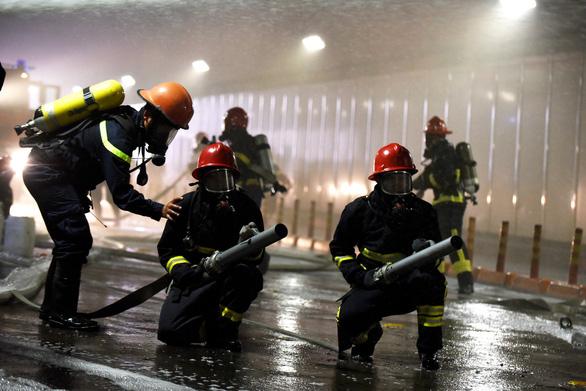 Diễn tập phòng cháy chữa cháy tại đường hầm sông Sài Gòn - Ảnh 8.