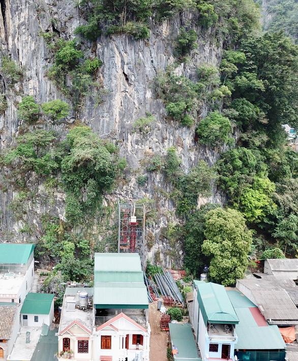 Xử nghiêm vụ xây thang máy lên núi ở Đồng Văn - Ảnh 6.