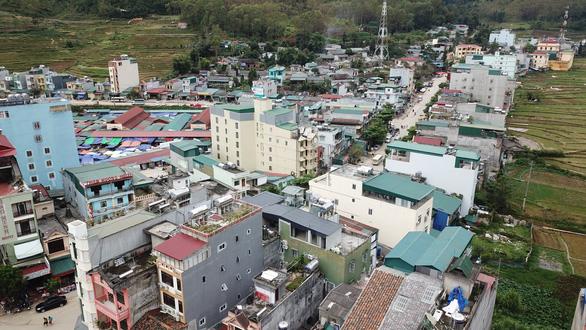 Xử nghiêm vụ xây thang máy lên núi ở Đồng Văn - Ảnh 4.