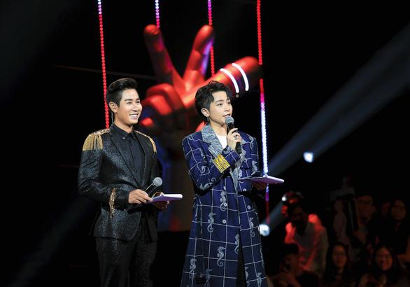 Nguyên Khang xin lỗi do đọc nhầm tên quán quân The Voice Kids 2019 - Ảnh 2.
