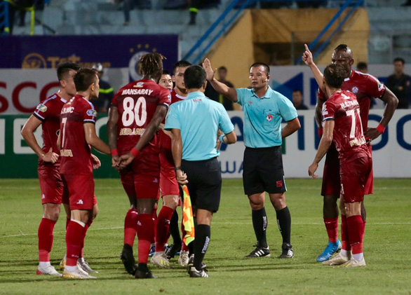Giới giám sát nói trọng tài xử lý đúng luật, bàn thắng của Omar hợp lệ - Ảnh 2.