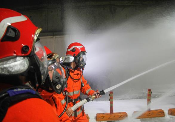 Diễn tập phòng cháy chữa cháy tại đường hầm sông Sài Gòn - Ảnh 7.