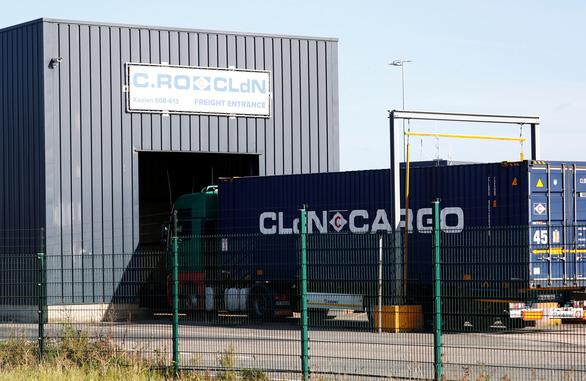 Thêm đoàn nhập cư lậu trong xe tải tới Zeebrugge, nơi container chứa 39 thi thể - Ảnh 1.