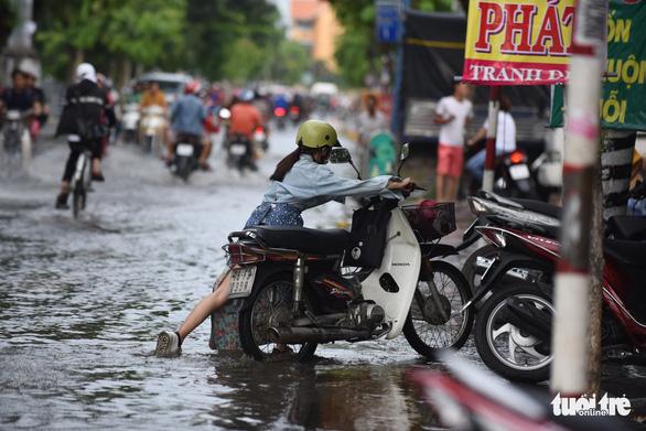 Gió mùa đông bắc gây mưa lớn miền Bắc, triều cường cao ở miền Nam - Ảnh 4.