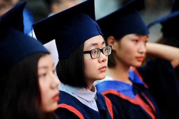 86 thủ khoa tốt nghiệp xuất sắc ghi danh sổ vàng tại Văn miếu Quốc Tử Giám - Ảnh 2.