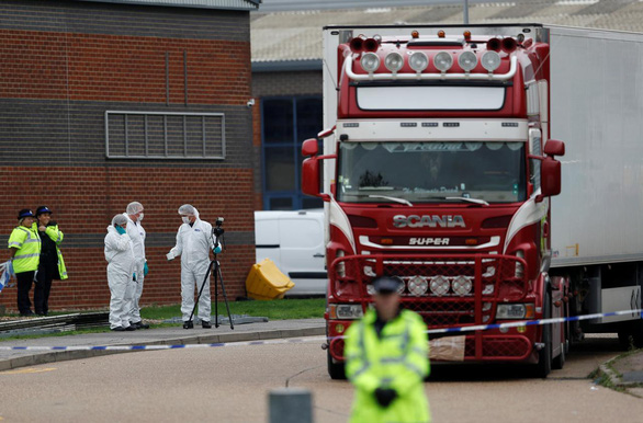 Anh hoãn chiếu series về nhập cư lậu vì nhạy cảm vụ 39 người chết trong container - Ảnh 1.