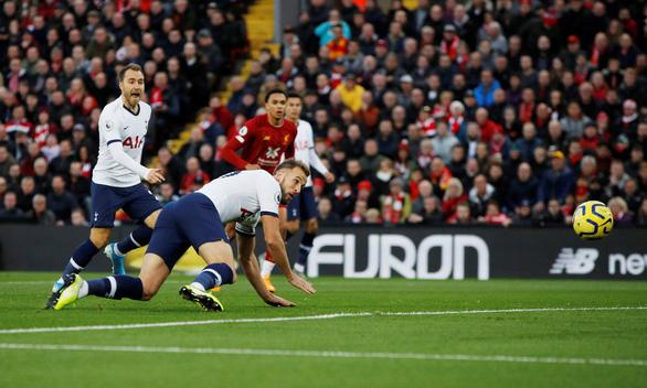 Thắng ngược kịch tính Tottenham, Liverpool hơn Man City 6 điểm - Ảnh 1.
