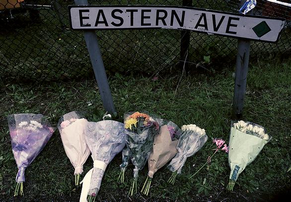 Thảm cảnh 39 người chết ở Anh: Hồi chuông cảnh tỉnh - Ảnh 1.