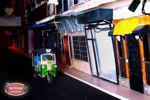 Mở cửa bảo tàng lịch sử phố đèn đỏ Patpong ở Bangkok - Ảnh 3.