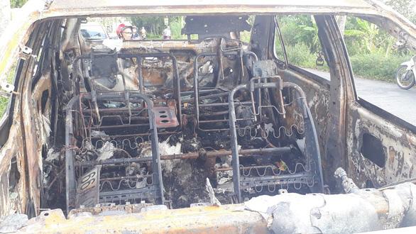 Đồng Tháp: 3 ngày, liên tiếp xảy ra 2 vụ cháy ôtô trên đường - Ảnh 2.
