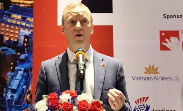 Đại sứ Anh tại Việt Nam gặp Bộ Công an, thảo luận xác minh 39 thi thể trong container - Ảnh 1.