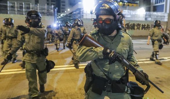 Hong Kong tính thuê lại 1.000 cảnh sát về hưu để đối phó biểu tình - Ảnh 1.