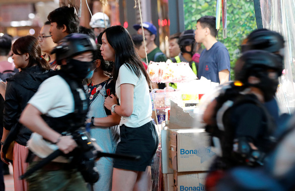 Kinh tế Hong Kong rơi vào suy thoái - Ảnh 3.