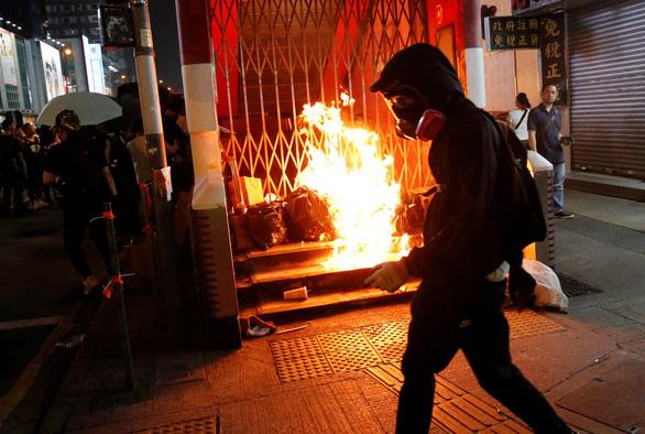Kinh tế Hong Kong rơi vào suy thoái - Ảnh 2.