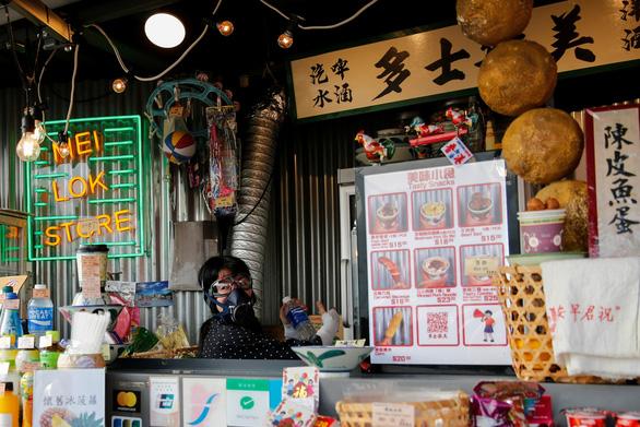 Kinh tế Hong Kong rơi vào suy thoái - Ảnh 4.