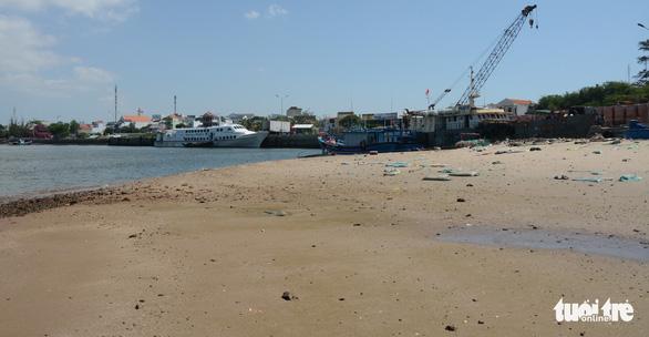 Phan Thiết: Tàu ra vào gặp khó vì cảng bồi lấp - Ảnh 2.
