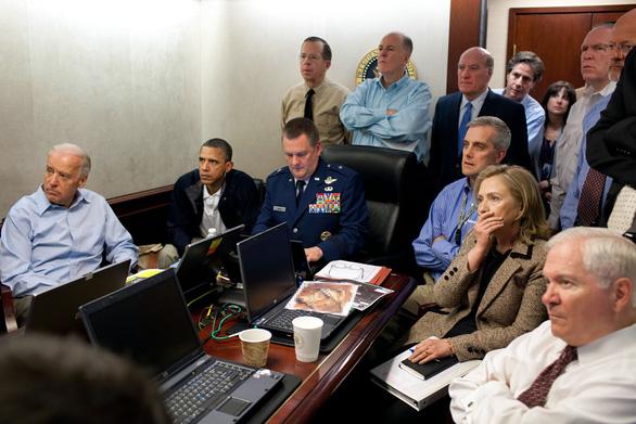 Bức ảnh ông Trump theo dõi chiến dịch tiêu diệt thủ lĩnh IS thật hay dàn dựng? - Ảnh 2.