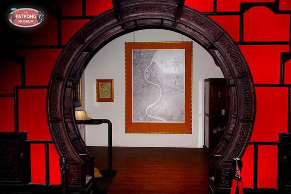 Mở cửa bảo tàng lịch sử phố đèn đỏ Patpong ở Bangkok - Ảnh 4.