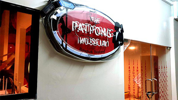 Mở cửa bảo tàng lịch sử phố đèn đỏ Patpong ở Bangkok - Ảnh 1.