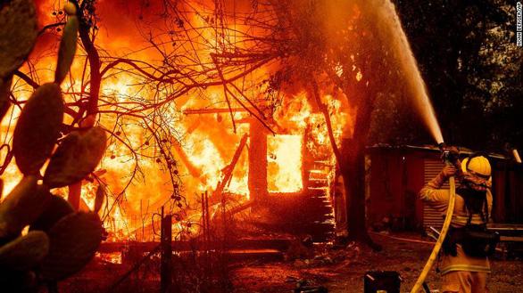 Cuộc di tản lịch sử 180.000 người ở California vì cháy rừng lan rộng - Ảnh 3.