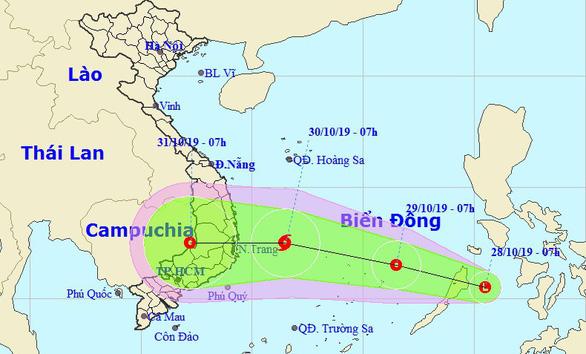 Áp thấp xuất hiện gần Biển Đông, khả năng thành bão  - Ảnh 1.