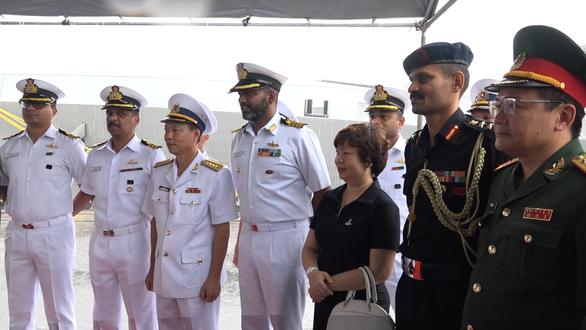 Tàu Hải quân Ấn Độ thăm Đà Nẵng - Ảnh 2.