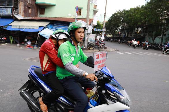 Thằng hâm chạy Grab miễn phí khắp Sài Gòn - Ảnh 2.