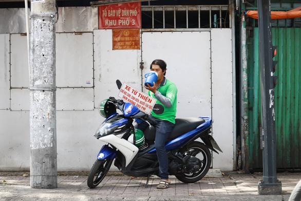 Thằng hâm chạy Grab miễn phí khắp Sài Gòn - Ảnh 4.