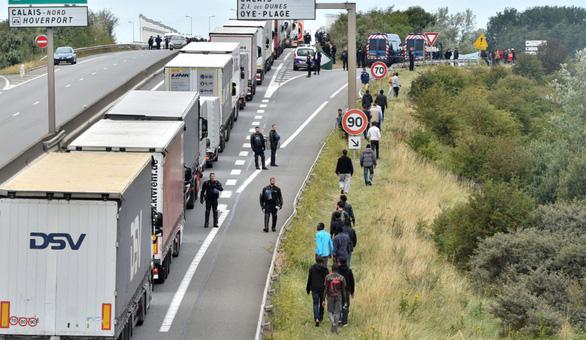 Con đường chết chóc tìm miền đất hứa - Kỳ 2: Bờ biển Manche là điểm dừng transit - Ảnh 3.