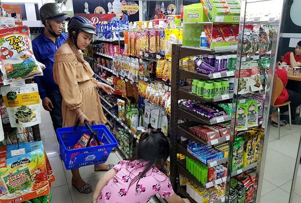 Đi chợ lúc... 0h - Ảnh 1.
