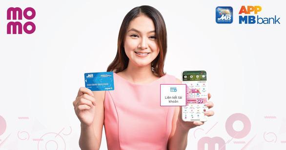 Khách hàng của MBBank thoải mái thanh toán dịch vụ bằng Ví MoMo - Ảnh 1.