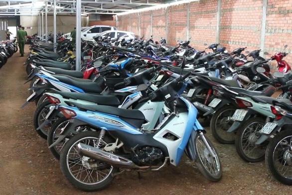 Thu giữ 245 xe máy không chính chủ tại kho hàng cầm đồ - Ảnh 1.