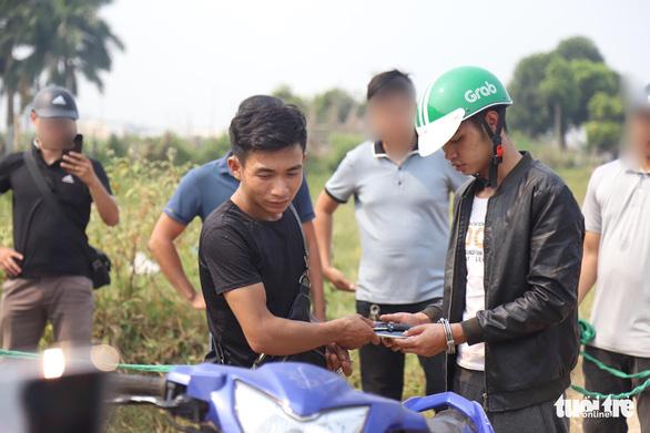 Khởi tố 2 thanh niên giết, cướp tài sản của nam sinh chạy Grab - Ảnh 1.