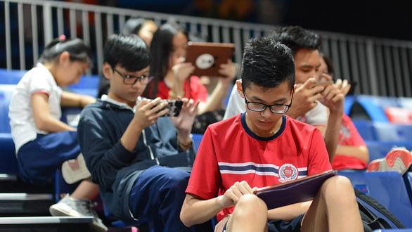 Cùng con dùng điện thoại sao để không bị 'ghiền'?