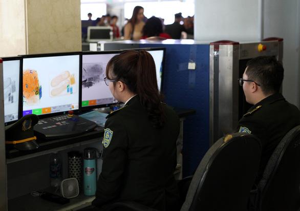 An ninh Tân Sơn Nhất chặn hành khách mang đạn còn nguyên hạt nổ lên máy bay - Ảnh 1.