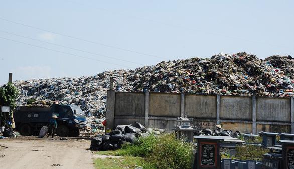 Sau cơn khủng hoảng rác, Quảng Nam bàn chuyện phân loại rác tại nguồn - Ảnh 1.