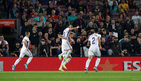 Messi trở lại đỉnh cao, Barca đè bẹp Valladolid - Ảnh 1.