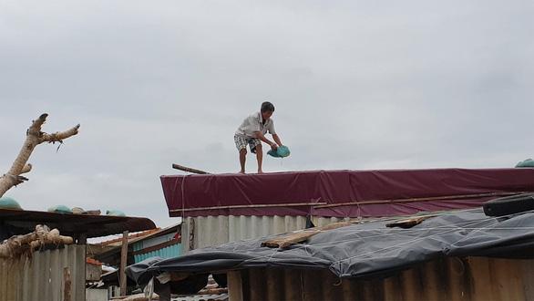 Hình ảnh dân vùng dự báo bão số 5 đổ bộ tất bật ứng phó - Ảnh 3.