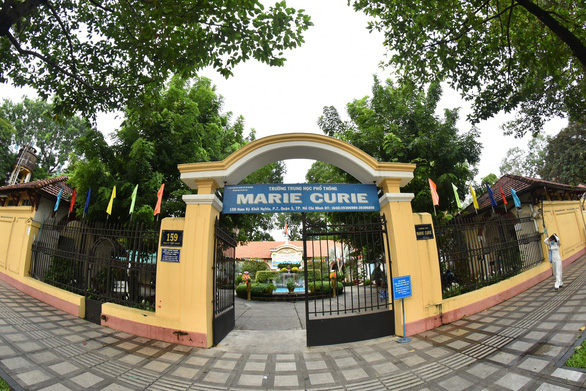 Học sinh Trường Marie Curie bị chém đứt gân tay: bắt nguồn từ mâu thuẫn của 2 nữ sinh - Ảnh 1.