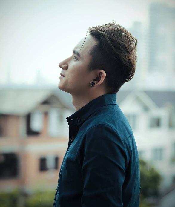 Phan Mạnh Quỳnh, Hà Anh Tuấn và ca khúc Nước ngoài đẫm nước mắt - Ảnh 2.