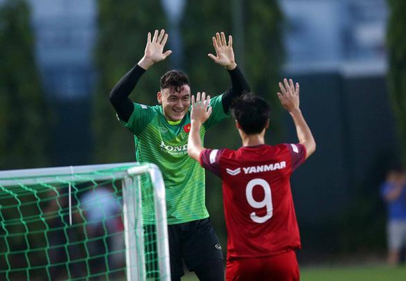 VFF can thiệp, thủ môn Đặng Văn Lâm về tập trung đội tuyển sớm - Ảnh 1.