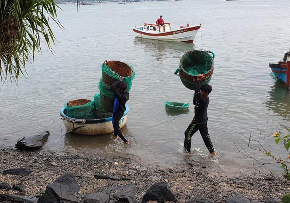 Sơ tán hơn 1.100 hộ dân vùng xung yếu tránh bão - Ảnh 2.